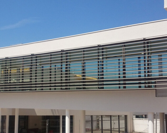 brise_soleil_vertical_lames_ailes_avion_clinique_saint_clement_riviere