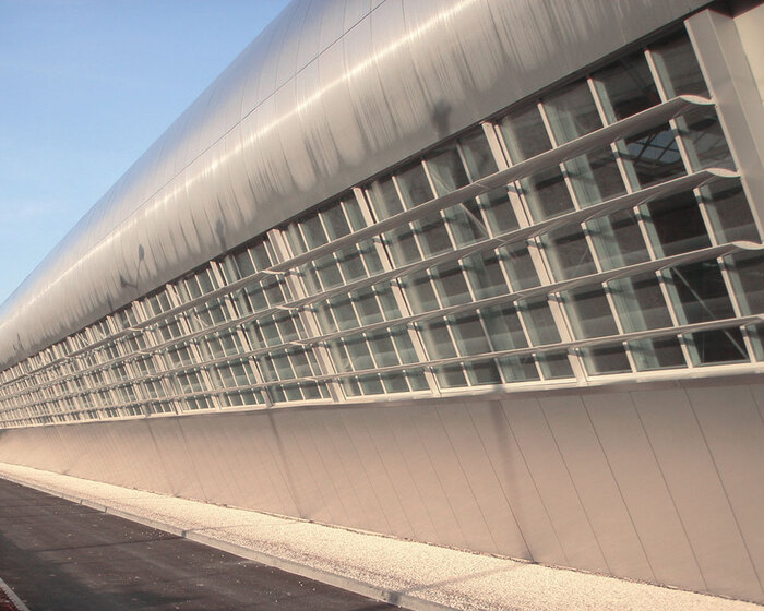 brise_soleil_vertical_lames_ailes_avion_tramway_angers